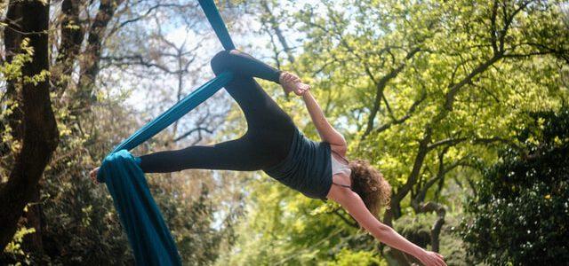 aerial joga w plenerze